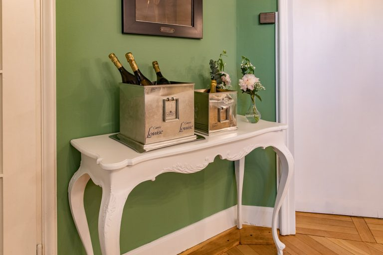 Sideboard mit Champagner Kühler Cuvee Luise