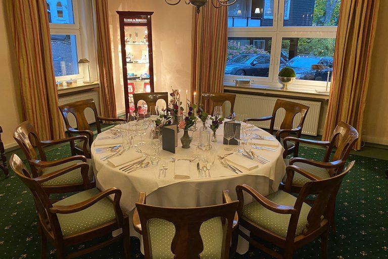 Das Bismarkzimmer mit gedecktem Tisch