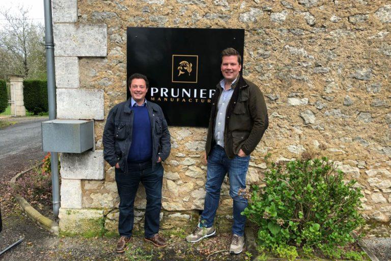 Bild zeigt Tobias Pawellek un Fabian Timmer zu Besuch bei Caviar House und Prunier in Frakreich