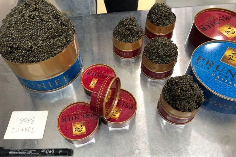 Bild zeigt mehrere Caviarsorten bereit zu Verkostung