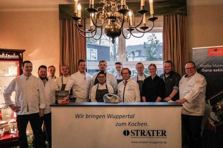 Köche der Küchenparty als Gruppenfoto mit Sascha Stemberg und Dieter Müller