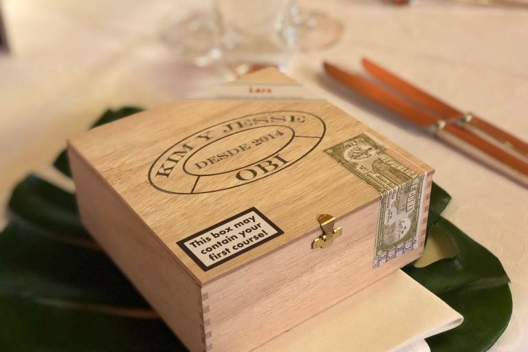 Zigarrenbox als Vorspeisenbehälter mit Namensschild